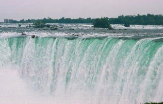 Niagara Falls As Seen From The Canadian Side, OutdoorPlaces.Com, Copyright 2000 - 2001, OutdoorPlaces.Com, All Rights Reserved
